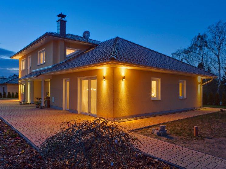 Mehrfamilienhäuser | Freie Planung, Terrassenansicht abends