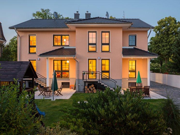 Mehrfamilienhäuser | Doppelhaus, Rückseite Abendstimmung
