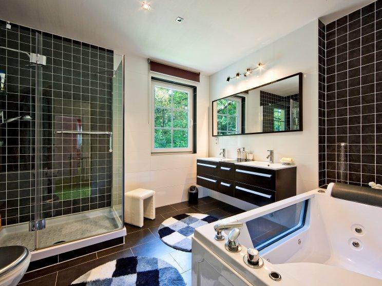 Stadtvillen | Villa Verona, Innenaufnahme Badezimmer mit Dusche