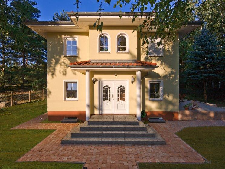 Stadtvillen | Villa Lugana (Putzfassade), Frontalansicht Hauseingang