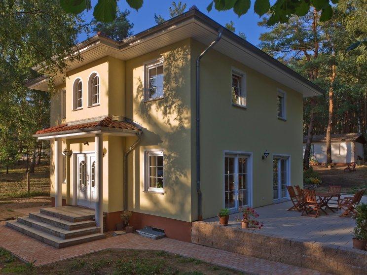 Stadtvillen | Villa Lugana (Putzfassade), Hauseingang und Terrase
