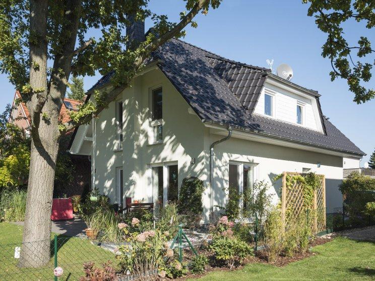 Roth | Landhaus Stade | Außenansicht Garten