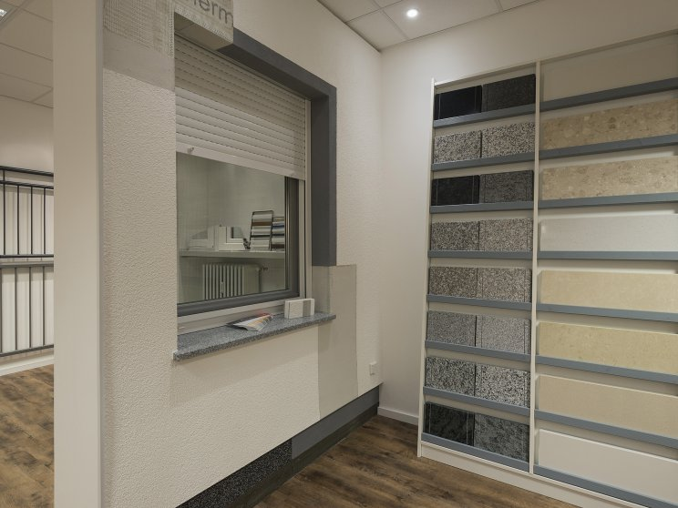 Roth Massivhaus | Standort: Kaiserdamm – Berlin, Rollladen, Fensterbank Materialausstellung