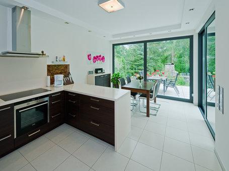 cubatur 145 moderne h user individuell bauen roth massivhaus. Black Bedroom Furniture Sets. Home Design Ideas